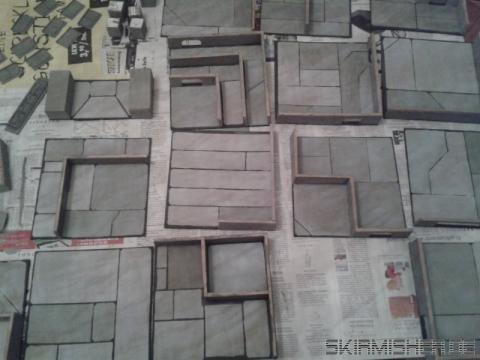 Spaceport mit in verschiedenen Grautönen eingefärbten Bodenplatten
