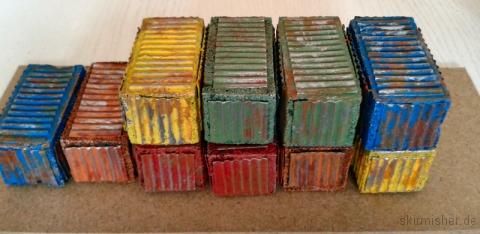 Ein paar alte Frachtcontainer