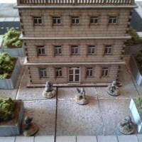 Bankenbox und buschige Kübel